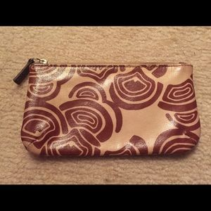 Fossil pouch